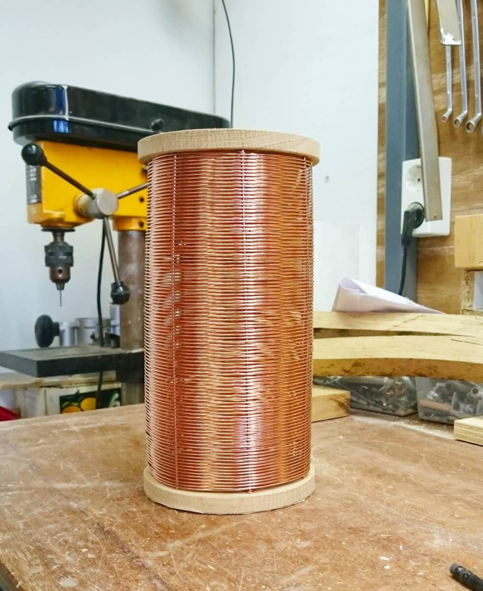 Experiment for a newly shaped table lamp in braided copper wire. What do you think?