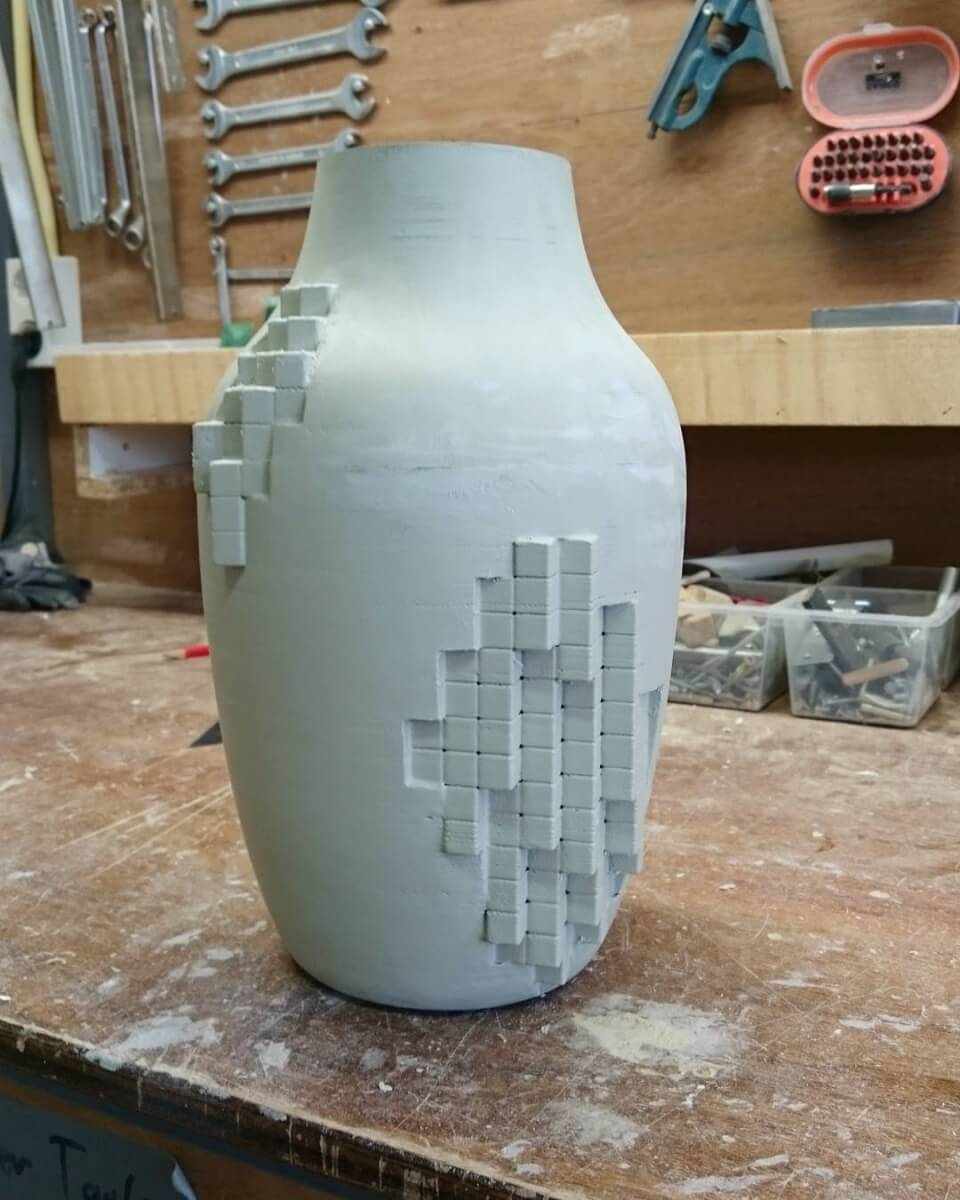 Finishing a mold for an analog/digital vase