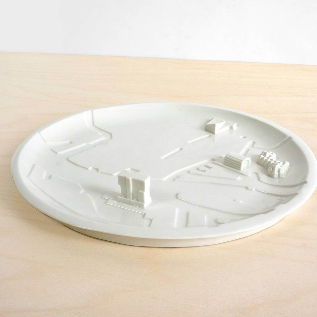 Rotterdam and its typical architecture, created as one porcelain plate. Ideal for sharing snacks or sushi. . . @hutspot @gersmagazine #010