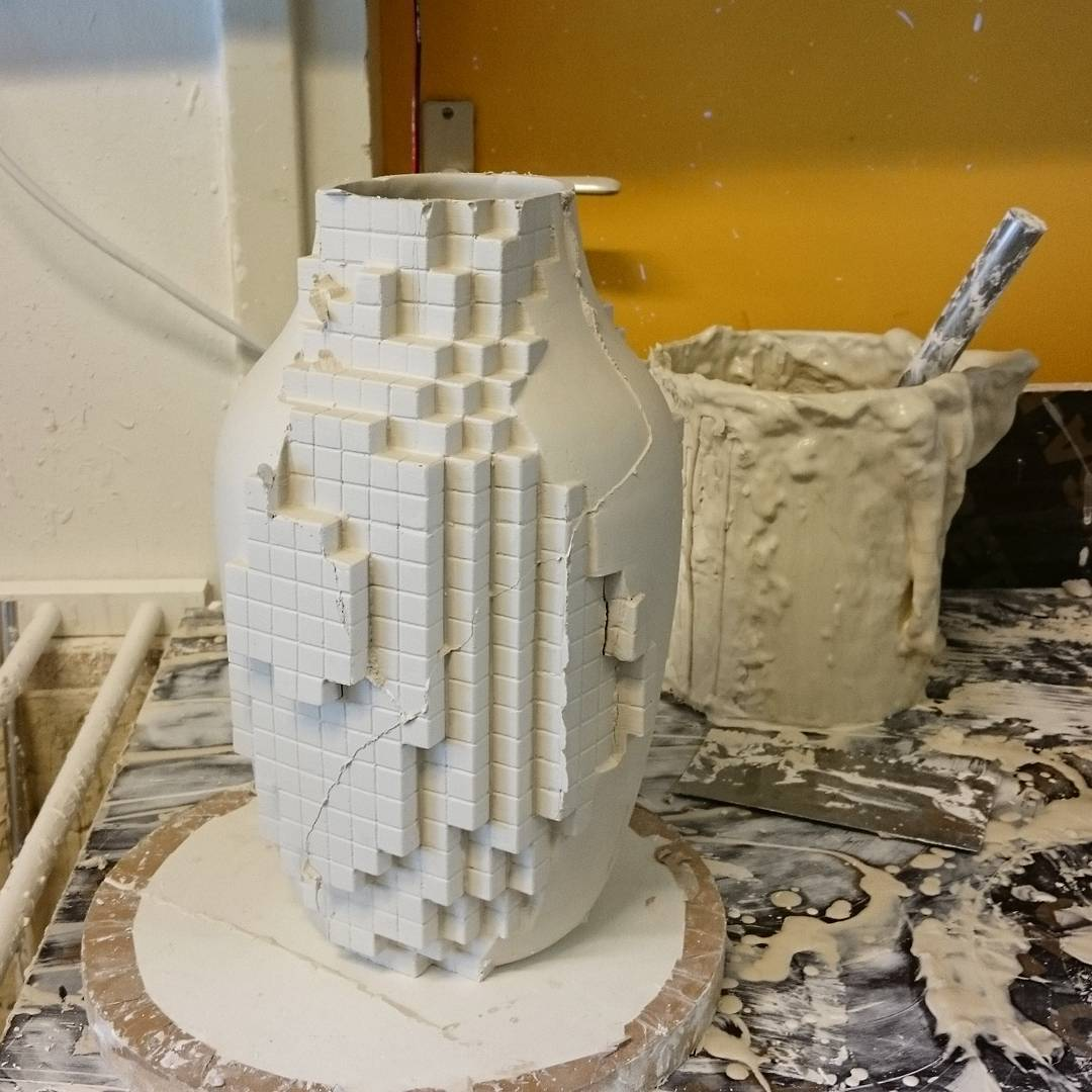 First cast of a partly pixelated vase. First let it dry before finishing