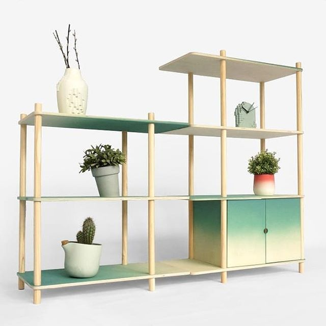 New and on show in Milan: the gradient shelving. A modular shelving system, with a color gradient. Available in any configuration and no tools required