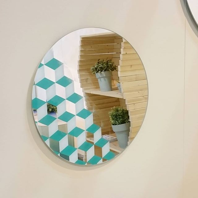 Refelction of the new Wave shelf in the new Cubic Mirror